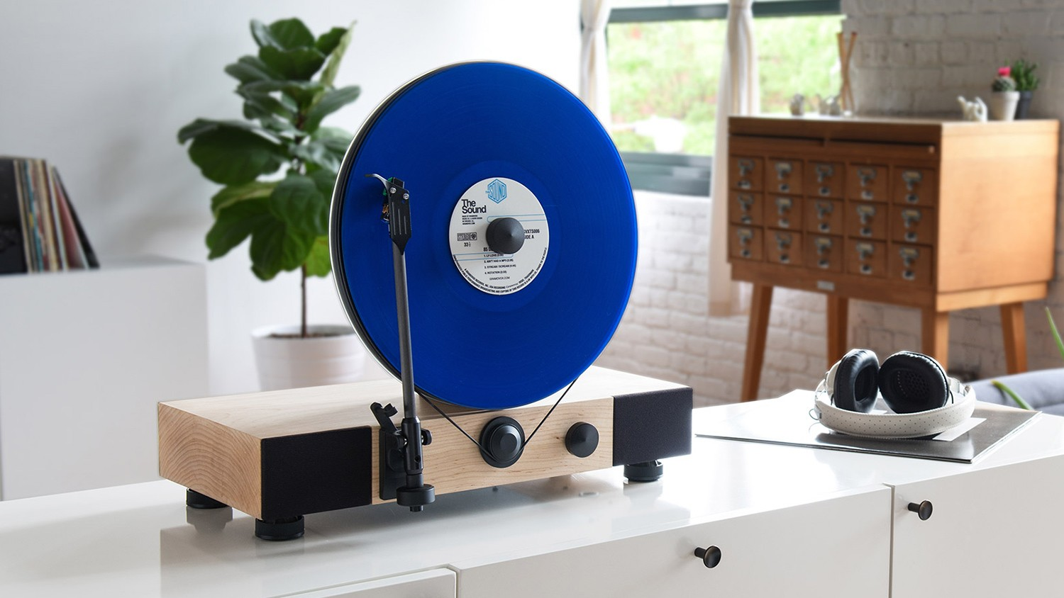 The Floating Record Turntable The Great Manifest